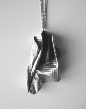 Stahlblech mit schwarzem Acrylglaselement